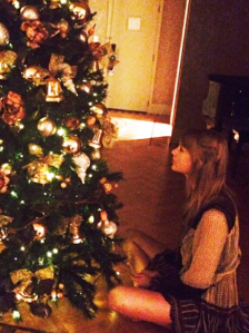 taylor-swift-christmas-tree-instagram-1386604056-view-0